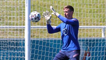 Man Utd goalkeeper Dean Henderson has withdrawn from the England squad
