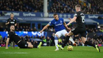 Brighton e Everton se enfrentam pela Premier League.