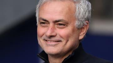 Mourinhoo cobró alrededor de 100 millones de euros por indemnización