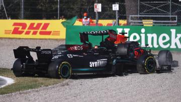 Los autos de Max Verstappen y Lewis Hamilton quedaron fuera de carrera