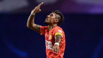 Volante apareceu na mira de Grêmio e Corinthians, mas selou seu destino bem longe do Brasil