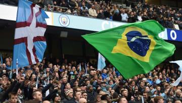 Manchester City tribünlerinde Brezilya bayrağı