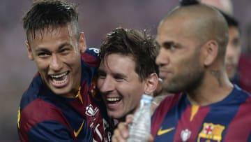 Neymar, Messi y Dani Alves festejan la Champions