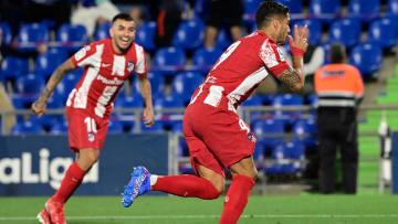 Luis Suárez celebrates his second goal
