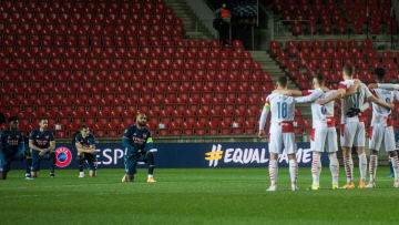 Arsenal took the knee in front of Slavia's standing players on Thursday night