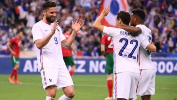 Giroud y Ben Yedder celebran un gol