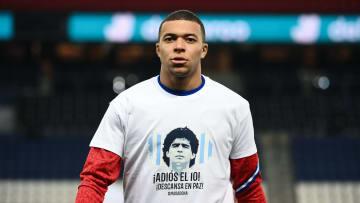 Mbappé homenajeando a Maradona