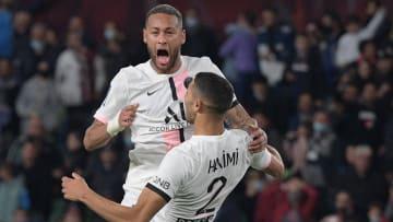 Neymar et Hakimi célèbrent le but décisif dans les derniers instants du match.