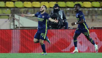 Rayan Cherki célèbre son but face à Monaco ce dimanche soir.