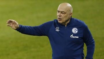 Christian Gross muss auf zahlreiche Schalker verzichten