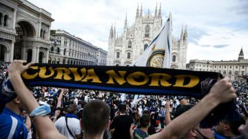 Uno scatto della festa nerazzurra in Piazza Duomo