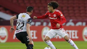 Volante de 23 anos perdeu espaço no plantel de Diego Aguirre, e deve enfrentar concorrência no Fluminense