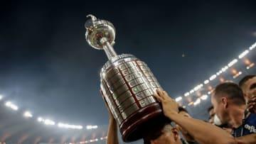 FBL-LIBERTADORES-PALMEIRAS-SANTOS - ¿Quién levantará la Copa Libertadores?