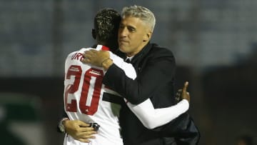 Crespo saiu em defesa dos jovens do elenco tricolor após empate no Uruguai