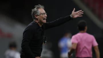 Diretoria do Santos pagou apenas jogadores que recebem até R$ 100 mil. Assim, Ariel Holan e alguns ainda jogadores não receberam.
