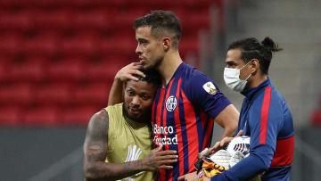 FBL-LIBERTADORES-SANTOS-SANLORENZO - San Lorenzo se lamenta por la derrota en la serie.