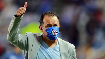Juan Reynoso durante el partido de ida entre Pachuca y Cruz Azul de las semifinales de ida del Guard1anes 2021 - Liga MX