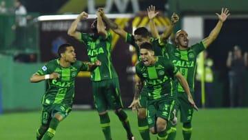 Do histórico jogo entre São Paulo e Tigres ao caminho da Chapecoense na Sula de 2016: 5 vezes em que brasileiros levaram a melhor sobre argentinos.