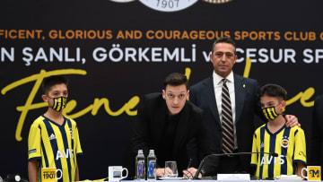 Ali Koç, Mesut Özil'in imza töreninde.