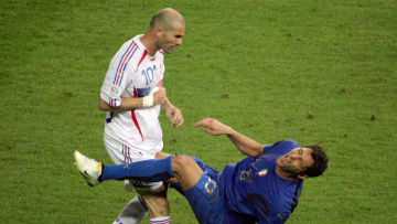 Zidane qui donne un coup de tête à Materazzi lors de la finale de la Coupe du Monde 2006.