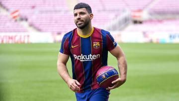 Novo atacante argentino anima torcida do Barcelona