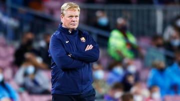 Ronald Koeman não tem o futuro garantido no Barcelona. Clube avalia outras opções.