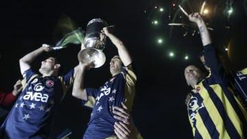 Ümit Özat'ın futbolculuk döneminde kupayı kaldırdığı an