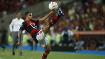 Destaque do Goiás em 2019, Michael aparece no radar do Atlético-GO. Atacante tem sido pouco aproveitado no Flamengo.
