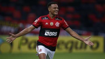 Após longa novela, o Flamengo encaminhou a transferência de Rodrigo Muniz para o Fulham, da Inglaterra. Ingleses vão pagar 8 milhões de euros.