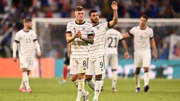 Nicht wirklich schlecht gespielt, aber auch nicht gut genug, um Frankreich zu schlagen: Das unterlegene DFB-Team bedankt sich bei den Fans