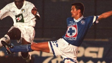 Carlos Hermosillo encabeza la tabla de goleadores mexicanos en la historia de la Liga MX.