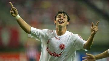 """Giuliano, agora no Corinthians, segue passos de colegas e diz """"não"""" ao Inter"""