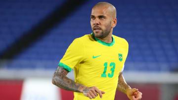 """Capitão do Brasil nas Olímpiadas, Dani Alves sai em defesa dos companheiros de Seleção após críticas: """"Não aceitamos algumas imposições""""."""