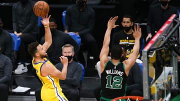 Stephen Curry suma 10 partidos en fila con 30 puntos