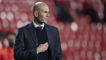 Raúl e Massimiliano Allegri estariam entre os possíveis substitutos de Zidane no Real Madrid.