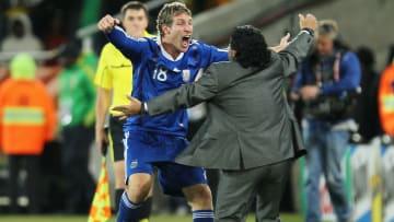 Maradona le dio unos minutos a Palermo en un Mundial y cumplió: gol a Grecia y 2-0 para Argentina