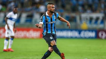 Experiente volante tinha contrato com o Grêmio até dezembro deste ano, mas está negociando sua rescisão.