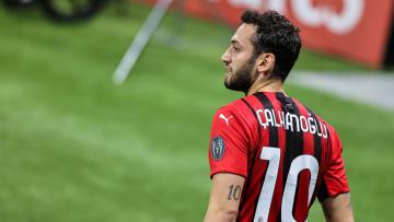 Hakan Calhanoglu assinará com a Inter de Milão