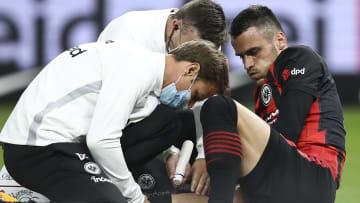 Filip Kostic nach seiner Verletzung im Spiel Eintracht Frankfurt gegen Hertha BSC