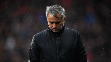 José Mourinho s'est fait lyncher sur Twitter après l'annonce de son licenciement