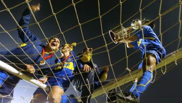 Hugo Ibarra (R) of Boca Juniors of Argen