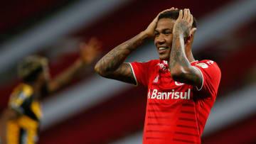 Internacional cometeu erros individuais na derrota para o Táchira