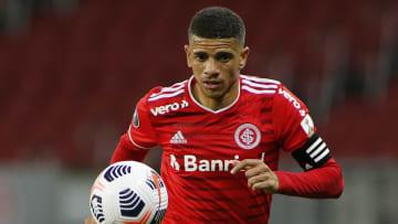 Taison retorna ao time do Inter | Internacional v Olimpia - Copa CONMEBOL Libertadores 2021