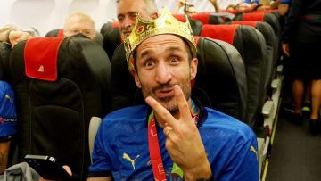 Chiellini recién coronado como campeón de la Eurocopa