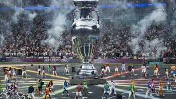EURO 2020 kupasının büyütülmüş kopyası