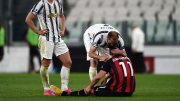 Zlatan Ibrahimovic cedera dan dihibur Giorgio Chiellini