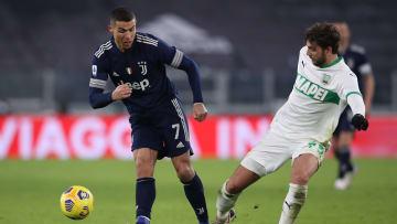 Il contrasto tra Cristiano Ronaldo e Locatelli