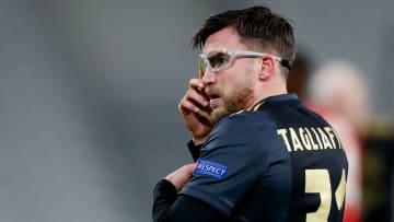 Nicolás Tagliafico se la joue façon Edgar Davids face à Lille jeudi soir.