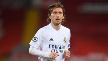 Luka Modric va baisser son salaire et rester une saison de plus au Real Madrid.