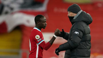 Klopp consoles Sadio Mane after the defeat to Manchester City